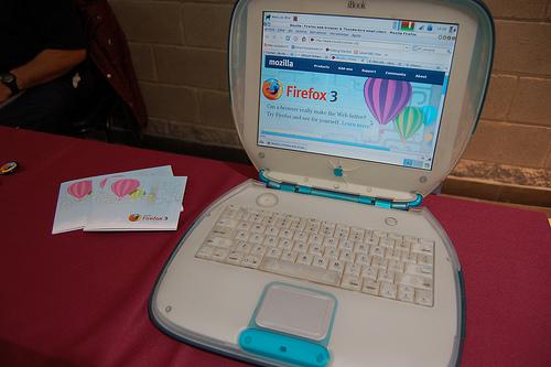 Un iMac G3 con Xubuntu y Firefox 3